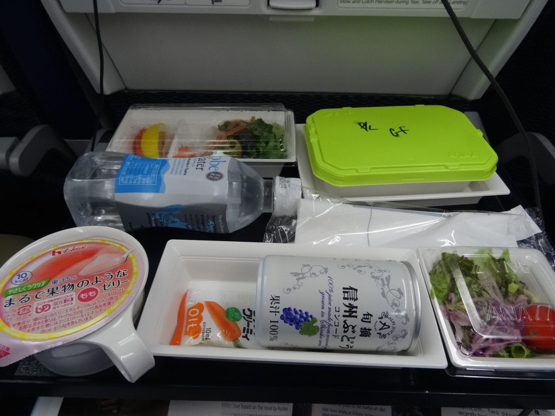 Dans la boîte GF : riz, dinde, légume sapeur